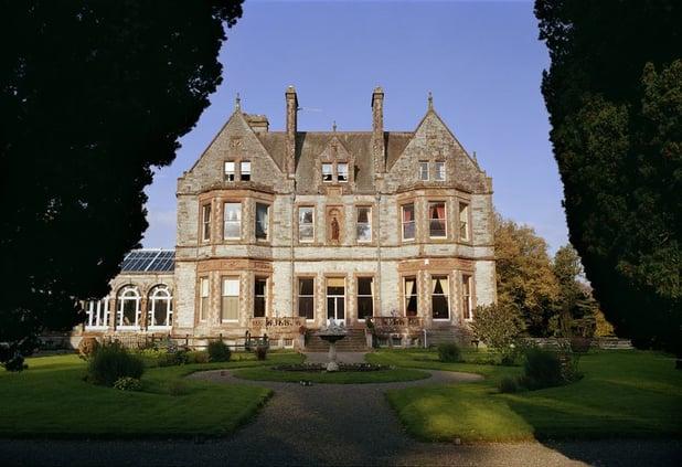 castle-leslie-fountain-garden